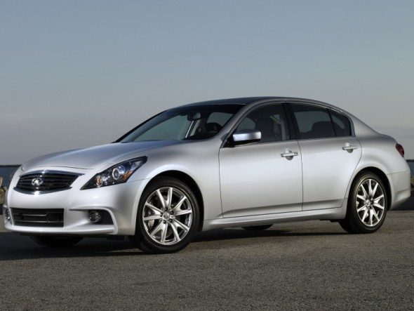 Front 3/4 view of silver 2011 Infiniti G37 sedan