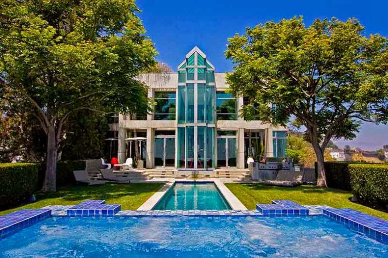 A beautiful and luxurious mansion