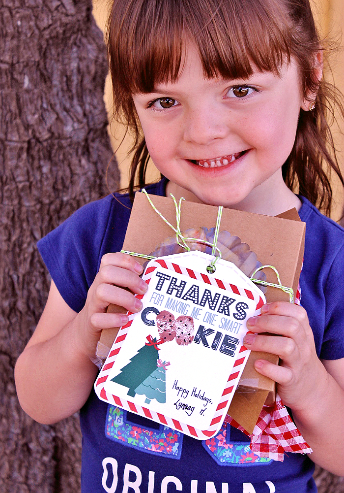 #BakeMagicMoments with the FREE 'One Smart Cookie' teacher's gift printable for homemade cookies- Let your child's thumbprints make the 'O's! (ad)