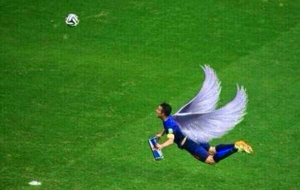 Gambar Meme Gol Sundulan Van Parsie Belanda vs Spanyol 5-1 Lucu