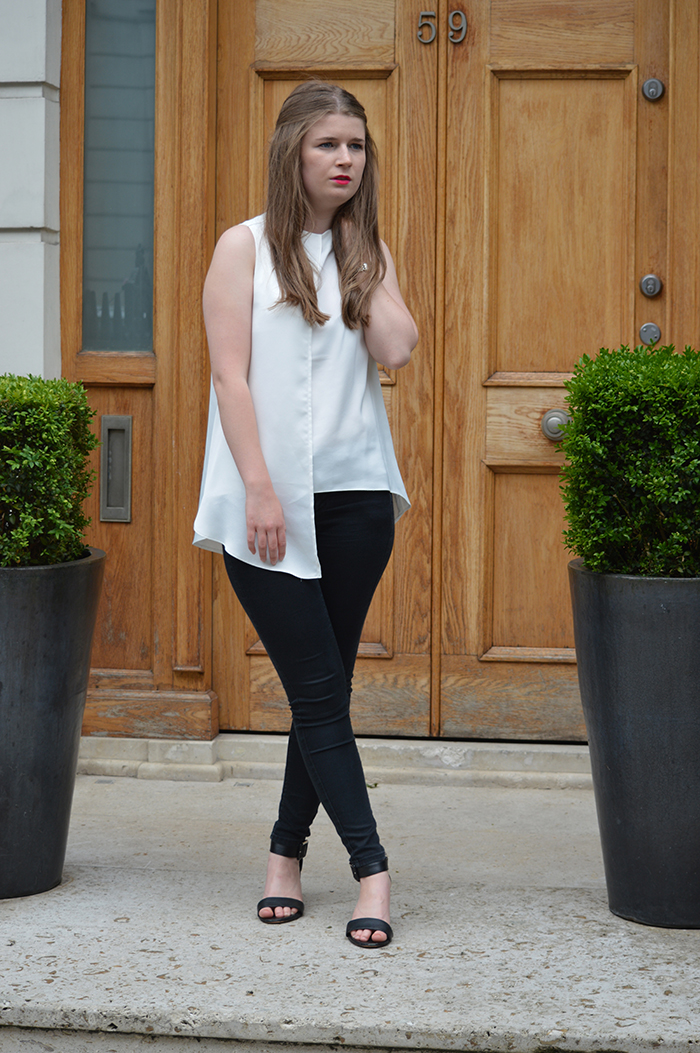 Monochrome outfit fashion blogger