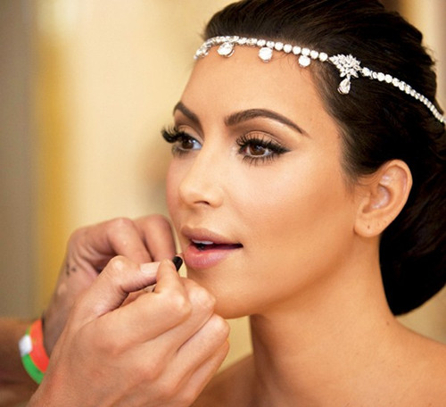 Bride in dream bridal makeup tips youll be able to choose to get your make up done by a professional or do it yourself many ladies fear doing their makeup themselves on such a special day solutioingenieria Image collections