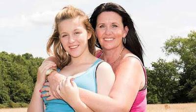 Alison Divers foto bersama putrinya