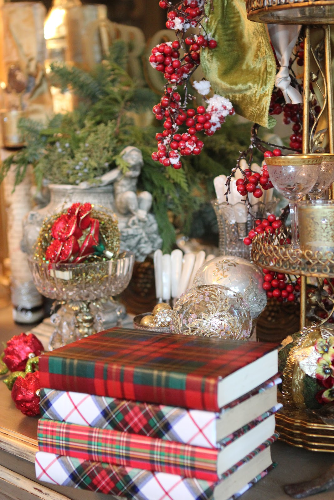 Romancing The Home Christmas Elves Decorate Mansion In A Day