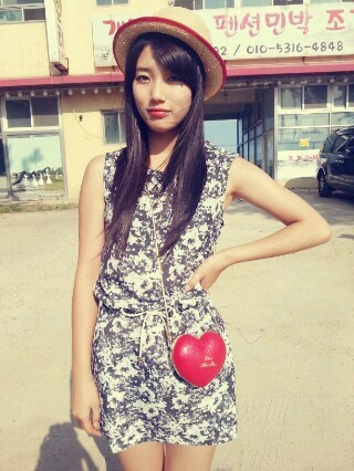 [PICTURE] Miss A SUZY Using Sponsored Product