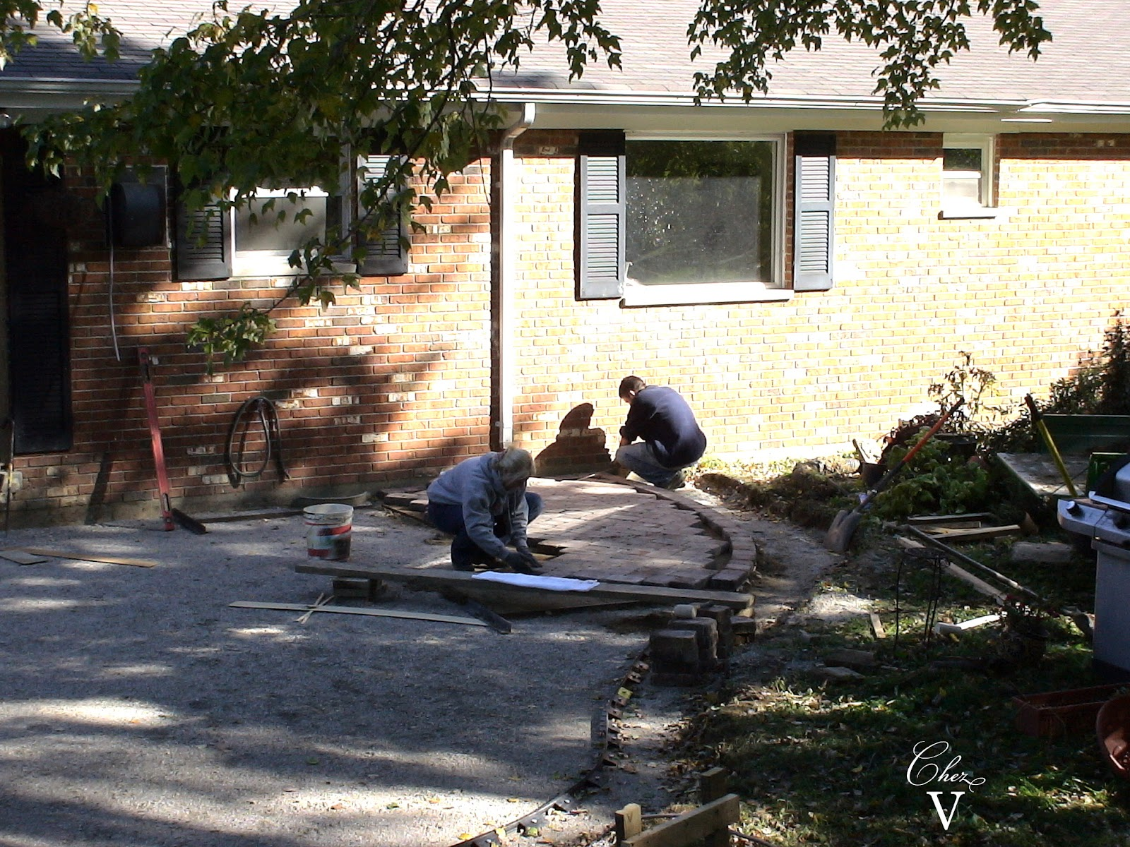 laying out pattern of tumbled pavers: diy patio pond