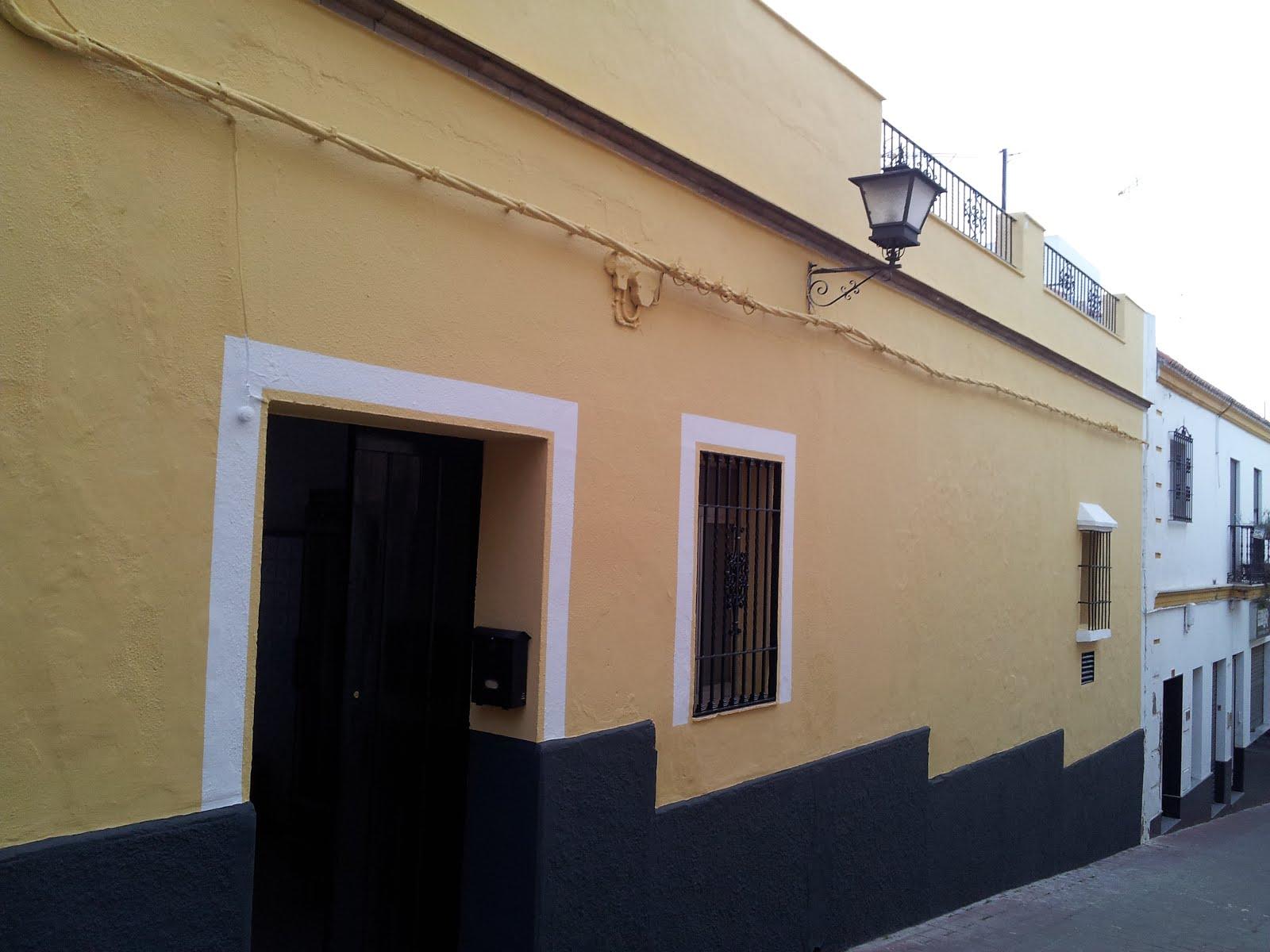 Pintado de fachadas excellent pintado fachadas fachada for Pintura color albero