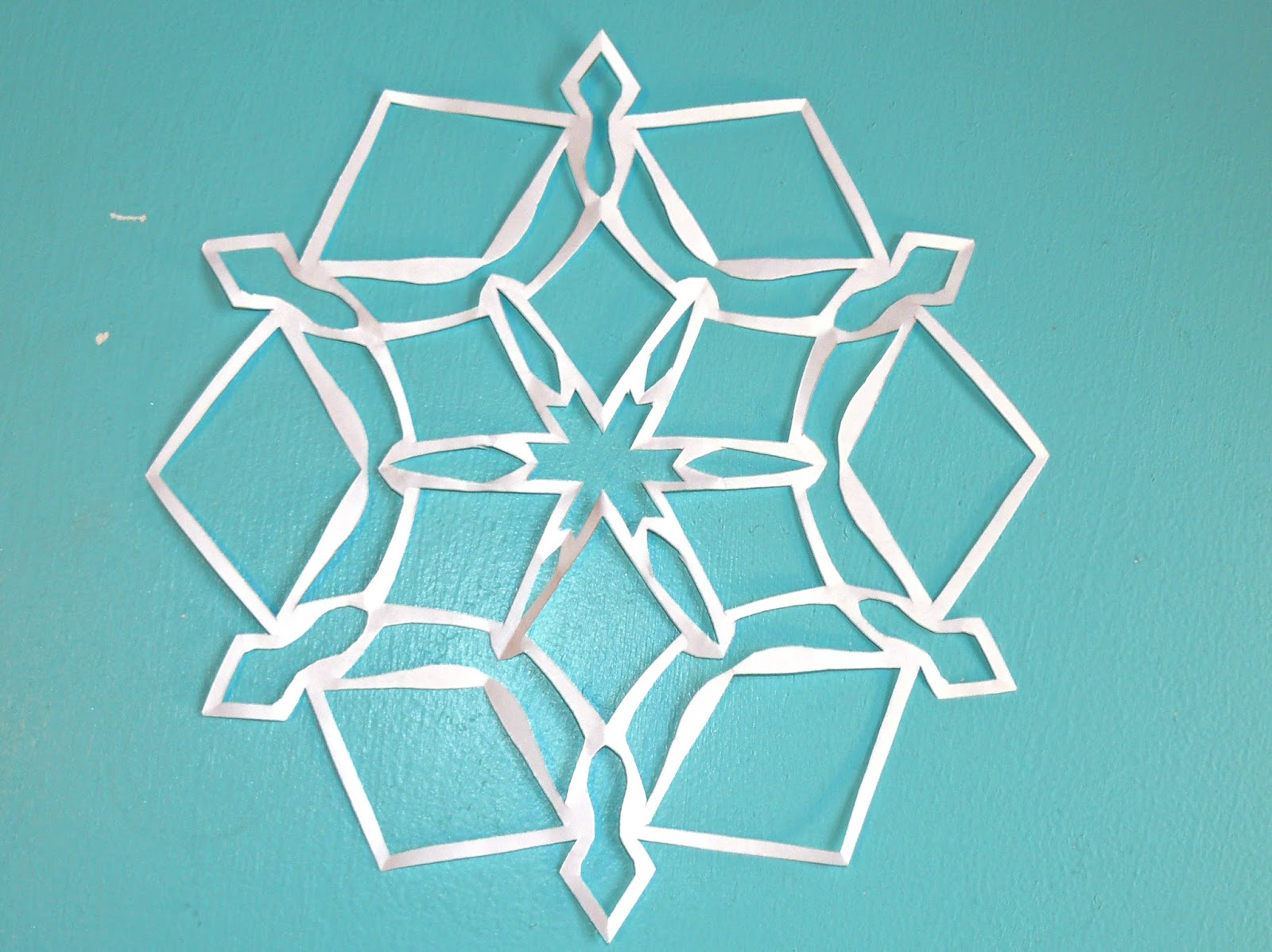 how to make paper snowflakes out of paper