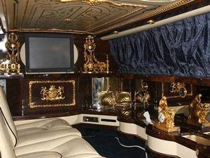 Limo Michael Jackson-Coated Gold Auctions and how lucky who can own it
