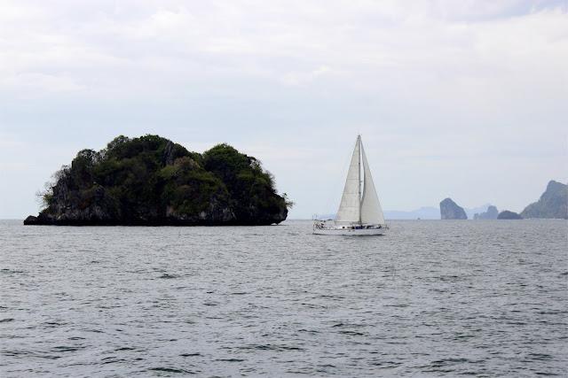 deep water solo in railay beach thailand