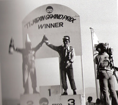 1977_GP_Jap_o_P_dio_Patrick_Depailler_Cigarro.jpg