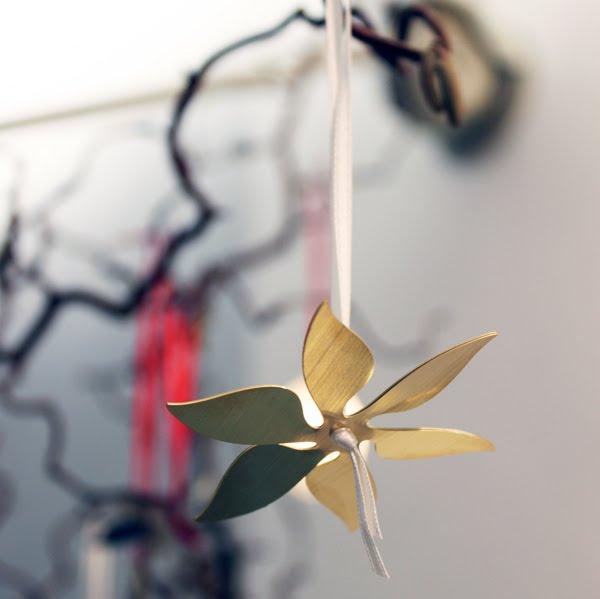 adorno de árbol de navidad flor de laton