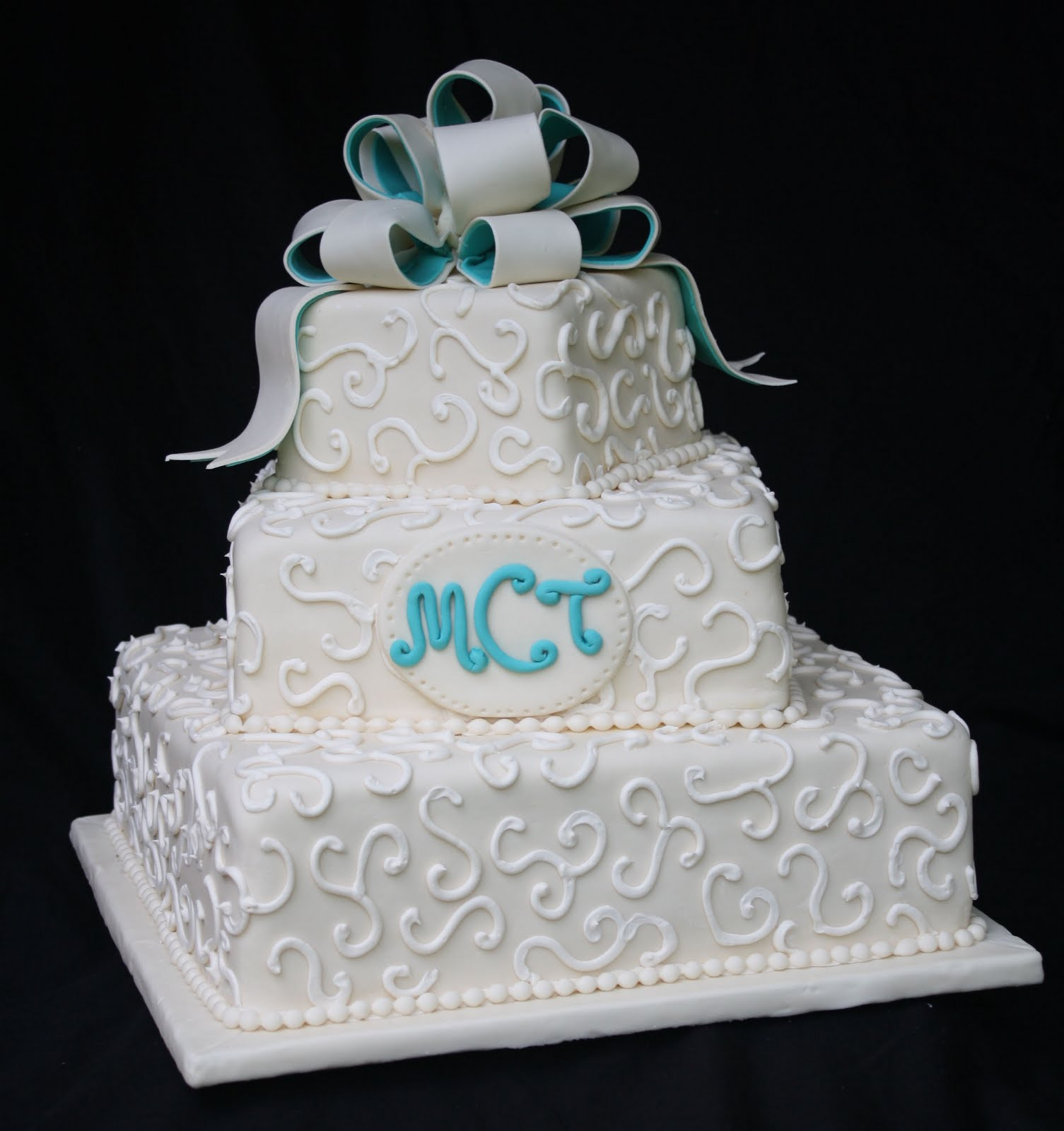 Magnificent Rose Bakes An Ivory and Teal Wedding Cake 1505 x 1600 · 142 kB · jpeg