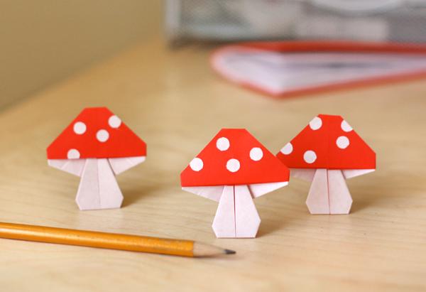 Поделка из бумаги-грибы