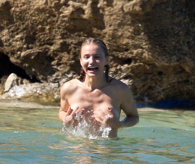 Cameron Díaz nos muestra las tetas en un nuevo topless