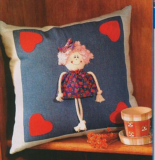 Almofada com boneca de pano
