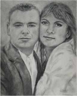 rysunek młodej pary wykonany węglem przez Marka Strójwąsa