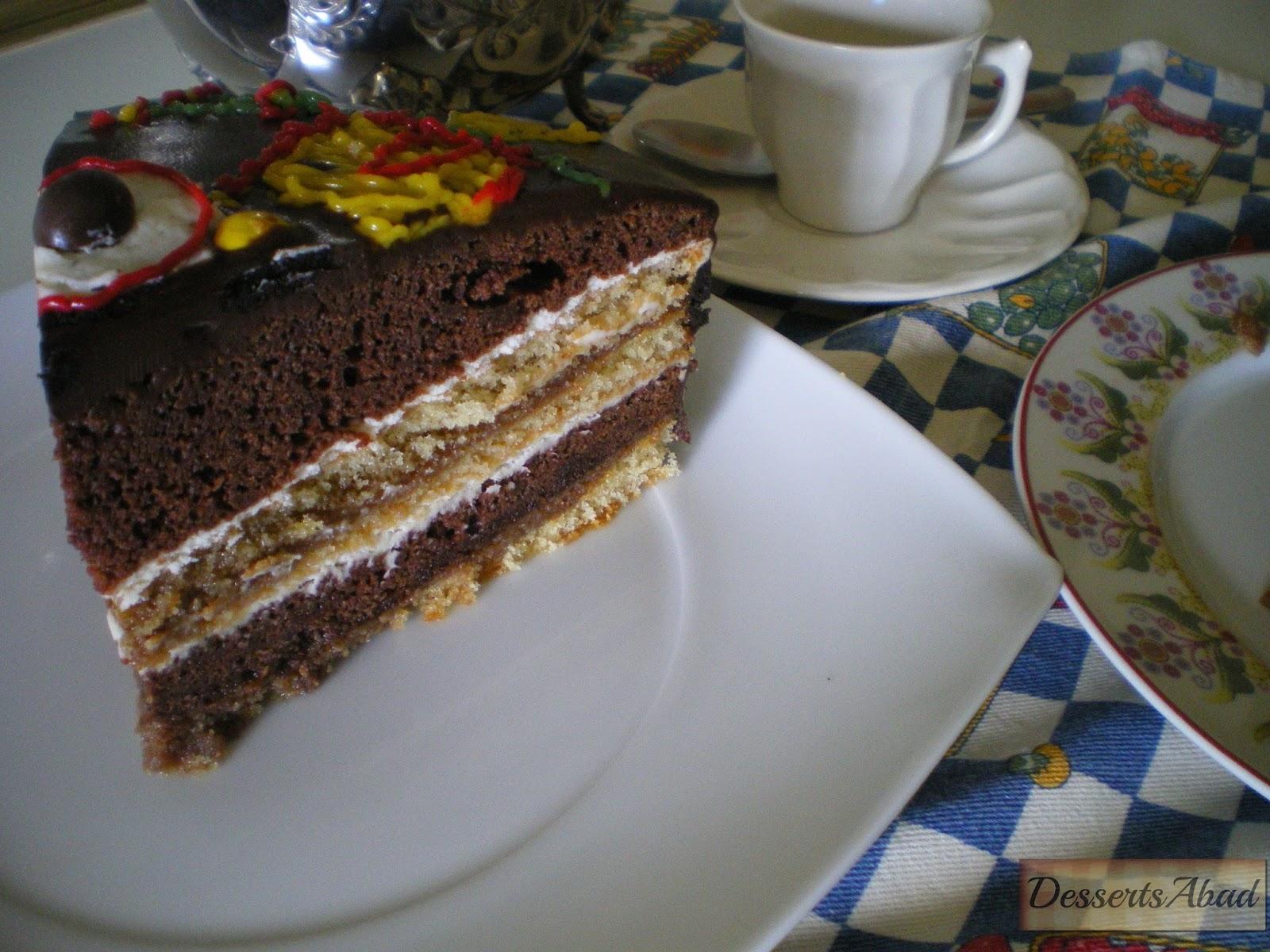 Tarta de chocolate, nata y caramelo