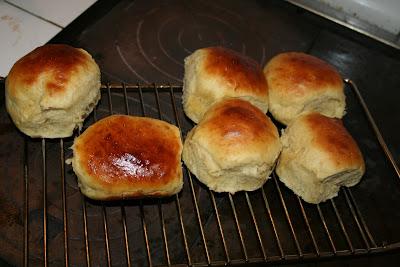 Lækre krydderboller bagt på brændekomfuret.