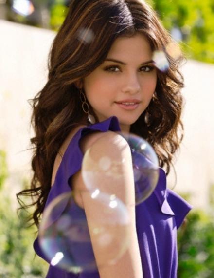 ¿A que famosos se parecen los personajes del Golden Sun? - Página 5 Selena-gomez-tv-guide