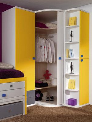 para este tipo de no uses papel decorativo para paredes pues reducirs an ms los espacios usa tonos suaves y que den la sensacin de