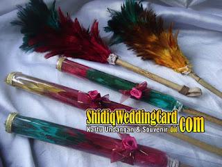 http://www.shidiqweddingcard.com/2015/07/souvenir-kemoceng-ern.html