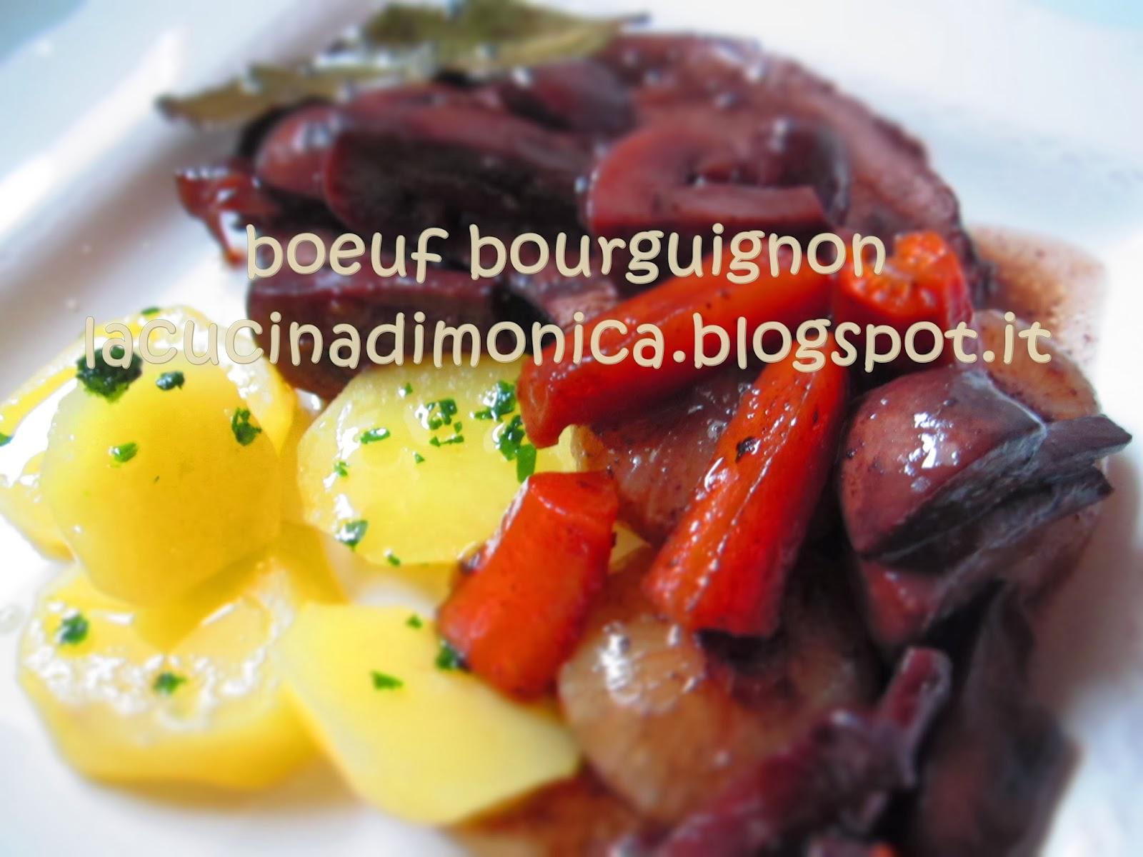boeuf à la bourguignonne o manzo alla borgognona