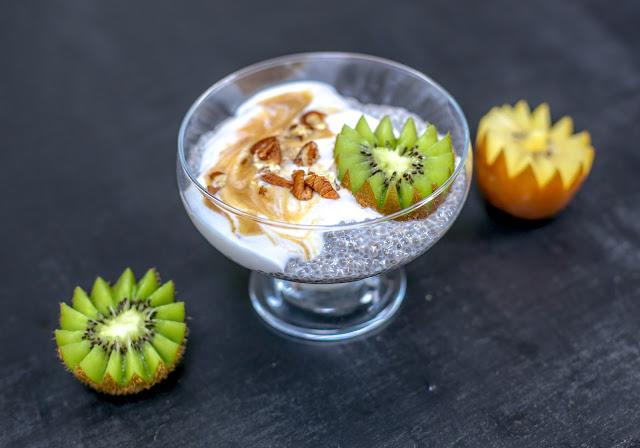 Chia pudding with salted carmel/ Puding chia z sosem karmelowym, kaduna, baobab, maca, organic burst