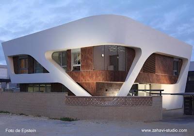 Casa residencial de estilo Contemporáneo y diseño escultórico en Israel