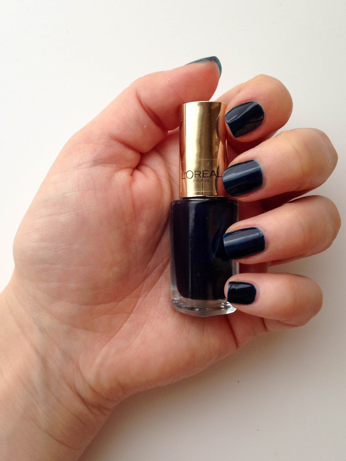 NOTD: L\'Oreal Color Riche Midnight Mistress (701) | Wrinkles And Heels