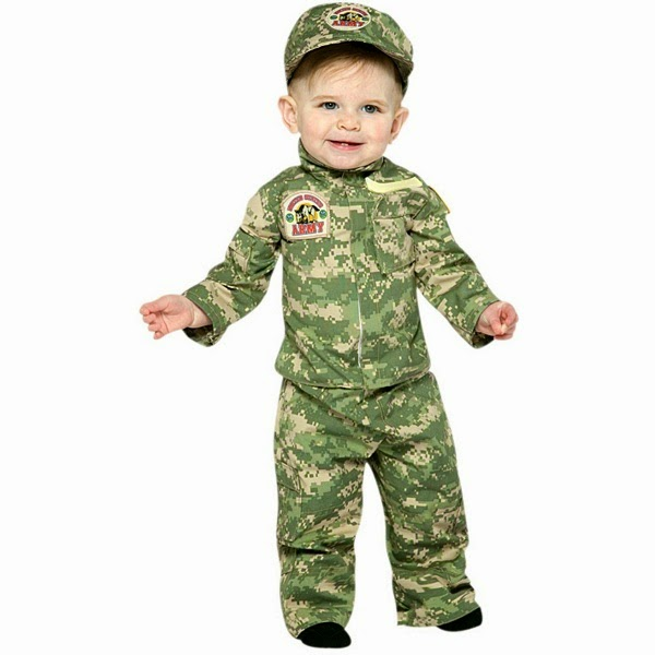 Foto lucu bayi laki-laki memakai kostum tentara gratis