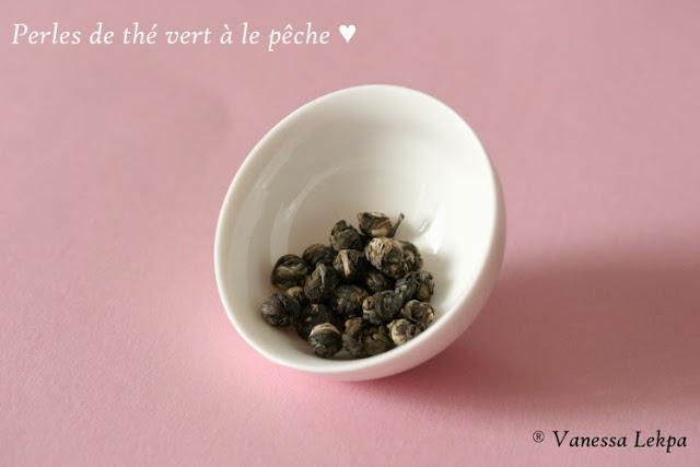 dégustation de thé perles de thé vert de chine aromatisé à la pêche thé calin gaiwan et mini théière en verre et porcelaine  Vanessa Lekpa haiku
