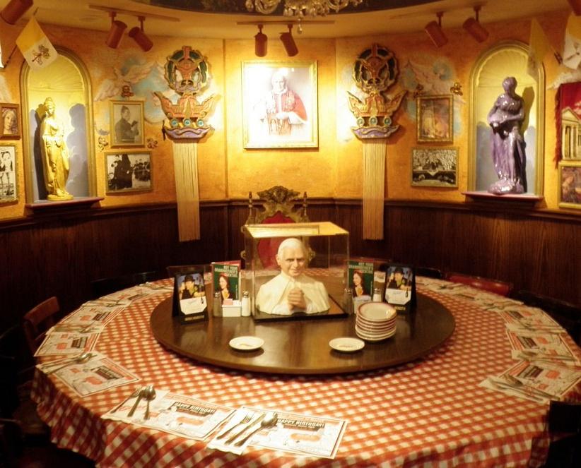 A buca di beppo christmas - Buca di beppo pope table ...