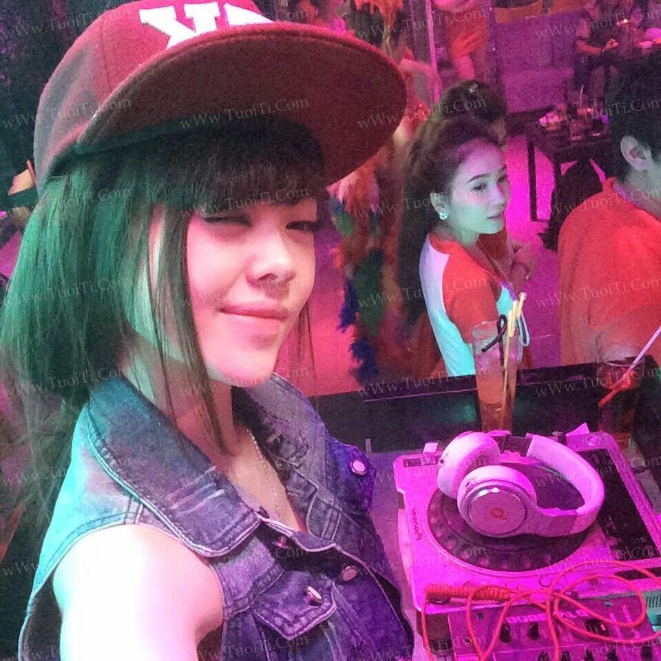 Ảnh gái xinh Yuni Trang trẻ nhưng siêu dâm 6