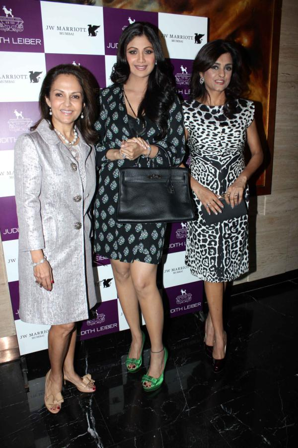 Shilpa Shetty launches Handbags! Shilpa-Shetty-At-The-Judith-Leiber-Launch-Of-Handbags-15