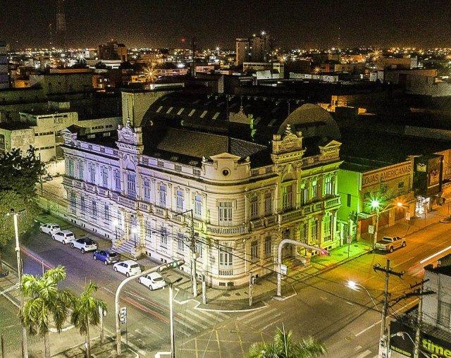 Prefeitura de Feira imagem noturna