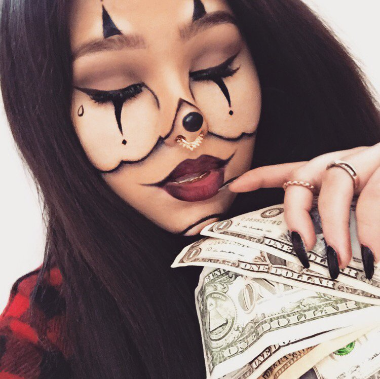 if you recreate this look or any other halloween looks ive done be sure to tag me officialsavvyj and use the hashtag halloweek - Chrispy Halloween
