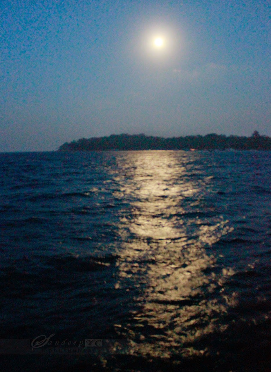 Beautiful Moon rise over the Ross island