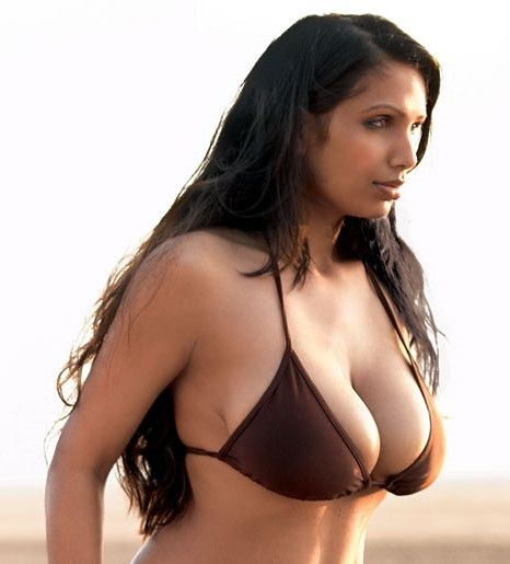 cleavage lovers: Naina Dhaliwal New Hot Big Boobs Nude Unseen Photos