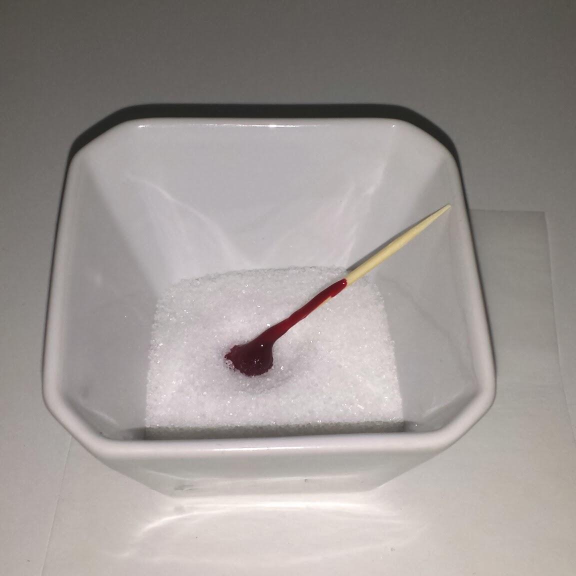 Rosa hjärtformade sockerbitar steg för steg
