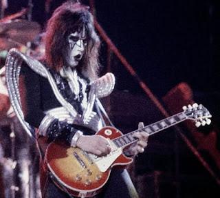 Gitaris Paling Nyentrik di Dunia kiss