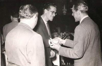 Entrega de medalla a Joâo de Moura en 1951