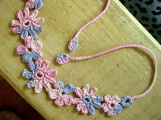 Flower motif for crochet necklace