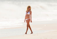 Kate Upton shows off her curves in Hamptons