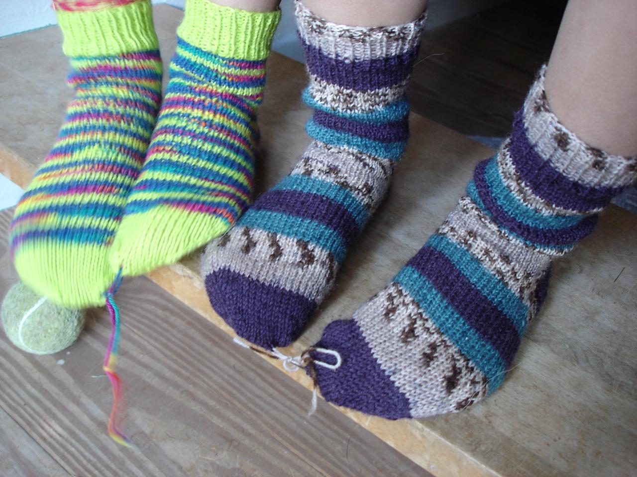 strikkede sokker på rundpind