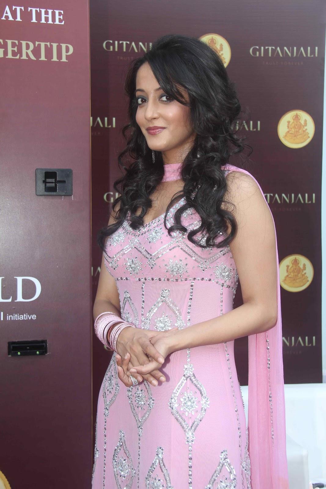 Raima Sen Beautiful Photos in Pink Churidar