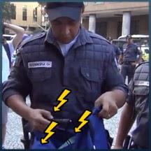 Policial foi revistar a mochila e teve uma surpresa