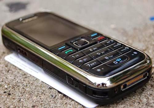 Bán điện thoại Nokia 6233 cũ giá rẻ tại Hà Nội, nokia 6233 hỗ trợ 3G vào mạng online chat facebook, chơi game, đọc báo, đọc truyện...6233 có thiết kế chắc chắn, hoạt động bền bỉ, đầy đủ chức năng giải trí : nghe nhạc, radio FM, lướt web...với khe cắm thẻ nhớ MicroSD cùng camera chụp ảnh 2 chấm, 2 loa ngoài có chất lượng 3D.  Máy đã kiểm tra kĩ loa mic to rõ không rè, mọi chức năng hoạt động ổn định không lỗi lầm. Hình thức như ảnh chụp.  Giá: 350.000 (Máy, pin, sạc) Liên hệ: 0904.691.851 - 0976.997.907