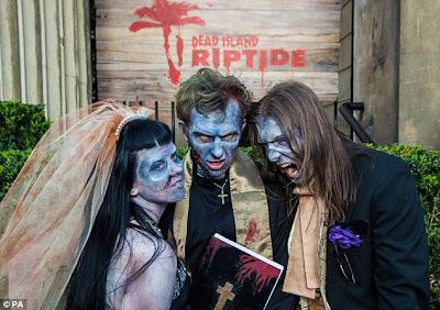 Pernikahan yang Unik Dan, Pakaiannya Ala Zombie