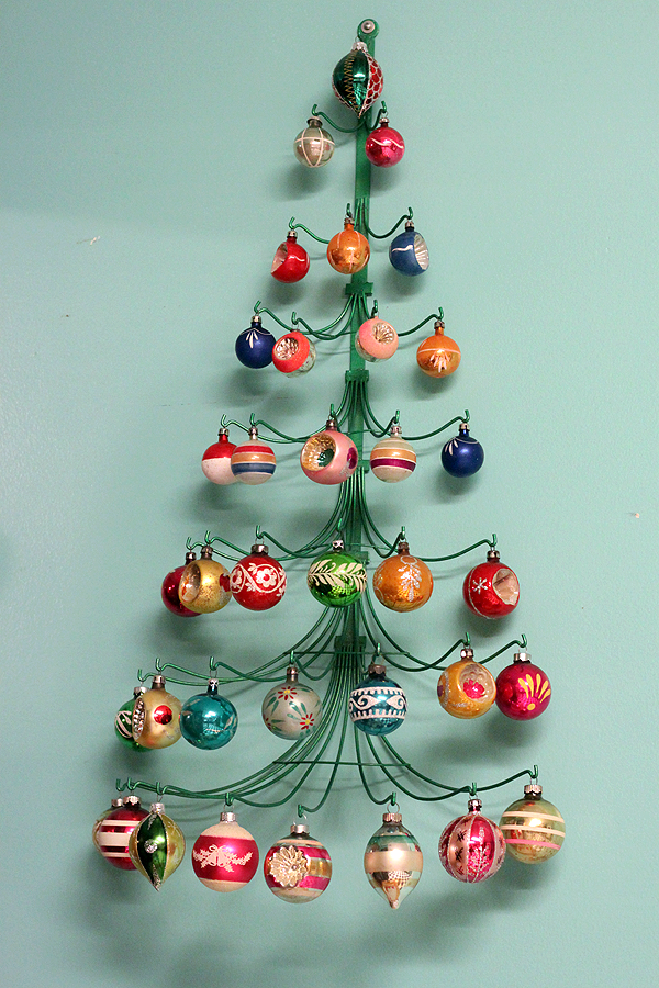 Sherri 39 s epic mid century modern christmas decoration for Contemporary ornaments for the home